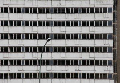Gevel van een verlaten gebouw in Berlijn.