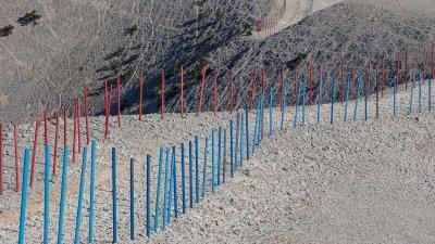 Pad over hoogst stuk van de kale berg, de Mont-Ventoux.