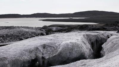 Scheur in gletsjer in Skaftafell Nationaal Park in Zuid-IJsland.
