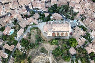 Drone foto van het centrum van Bedoin in de Provence in Frankrijk.