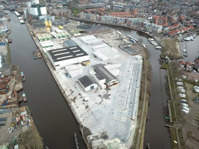 Drone foto van industrie gebied bij Meppel  met het centrum op de achtergrond.